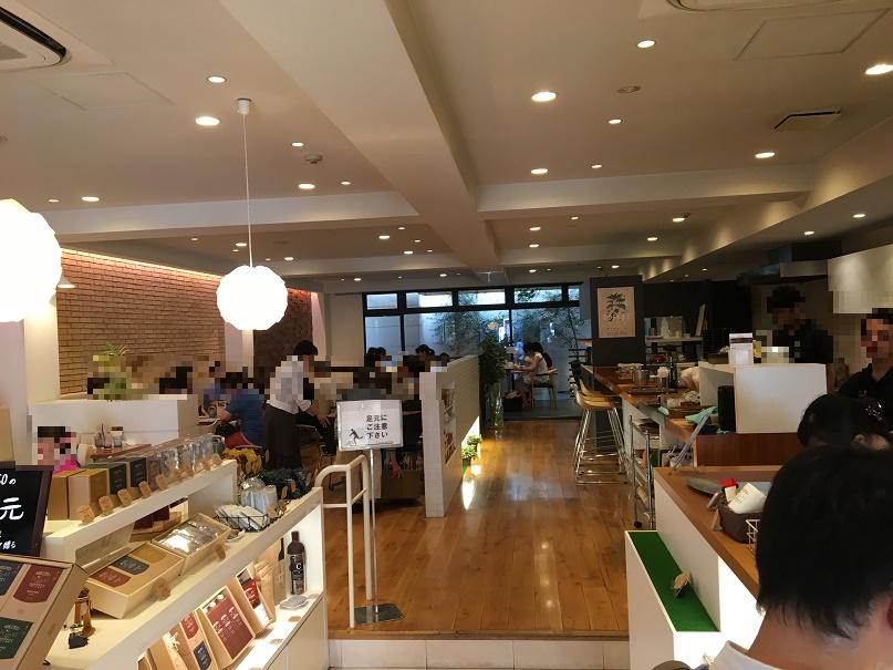ロクメイコーヒーの実店舗「ROCOCO」の店内