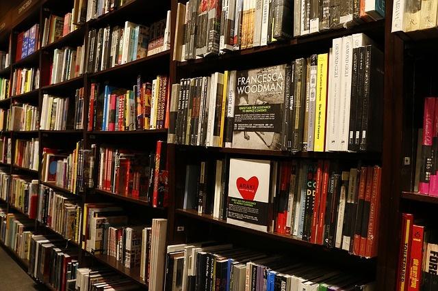 書店に並ぶ英語教材