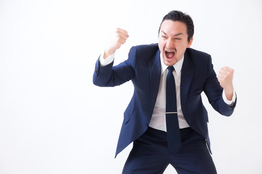 ブログでそんなに簡単に稼げないだると怒る男性