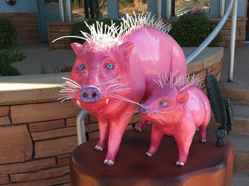 セドナのダウンタウンで見たピンクのブタ