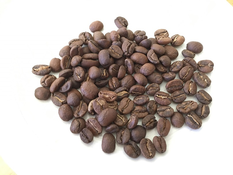 ロクメイコーヒーのオータムブレンドのコーヒー豆アップ写真