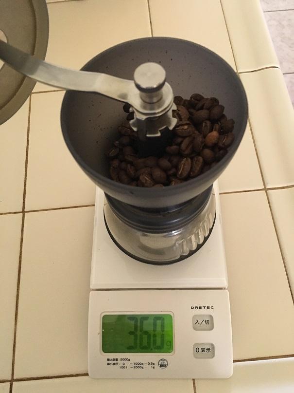 コーヒー豆の量を測る