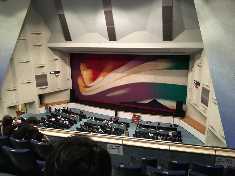 昭和女子大学の人見記念講堂の会場の様子