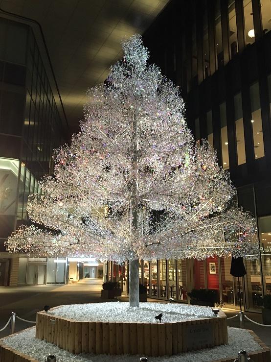 プリンスギャラリー東京紀尾井町の前にあるクリスマスツリー