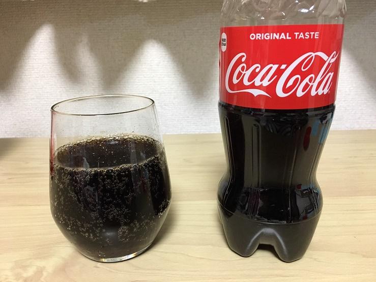 普通のコカコーラの液の色
