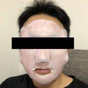 RUKENフェイスマスクをつけた男性